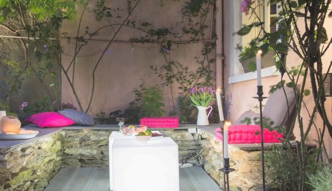 Une terrasse chic et boh me focus sur le coin salon for Decoration jardin terrasse