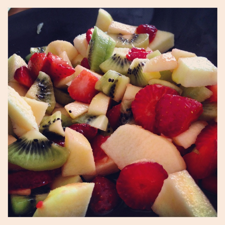 Day Six: Saturday Breakfast. Macedonia with italian colors: Golden Delicious Apple, Strawberries, Kiwi.
