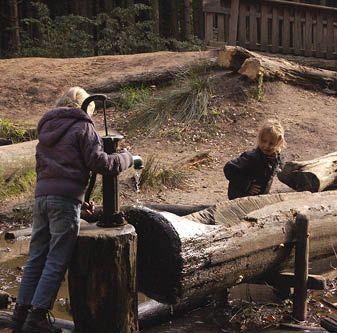 Veilig spelen in de natuur? Kijk voor tips op http://www.buitenkinderen.nl/veiligheidstips/