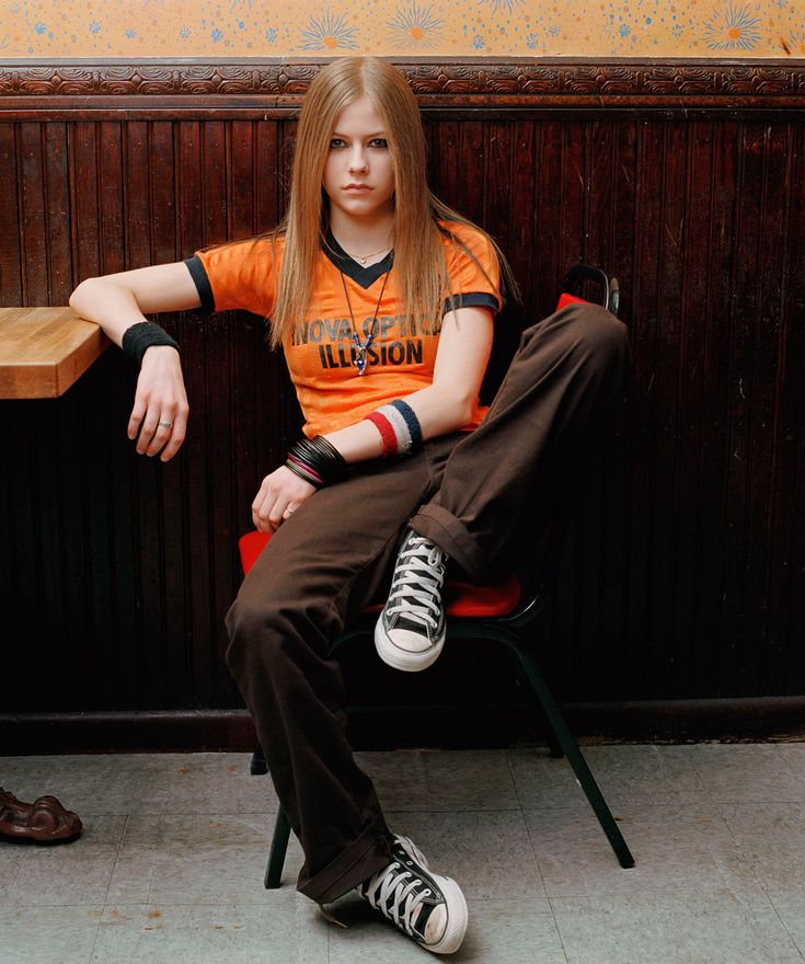 Yay old avril ( liked 2002 avril better then 2014 avril) but she's still cool lol