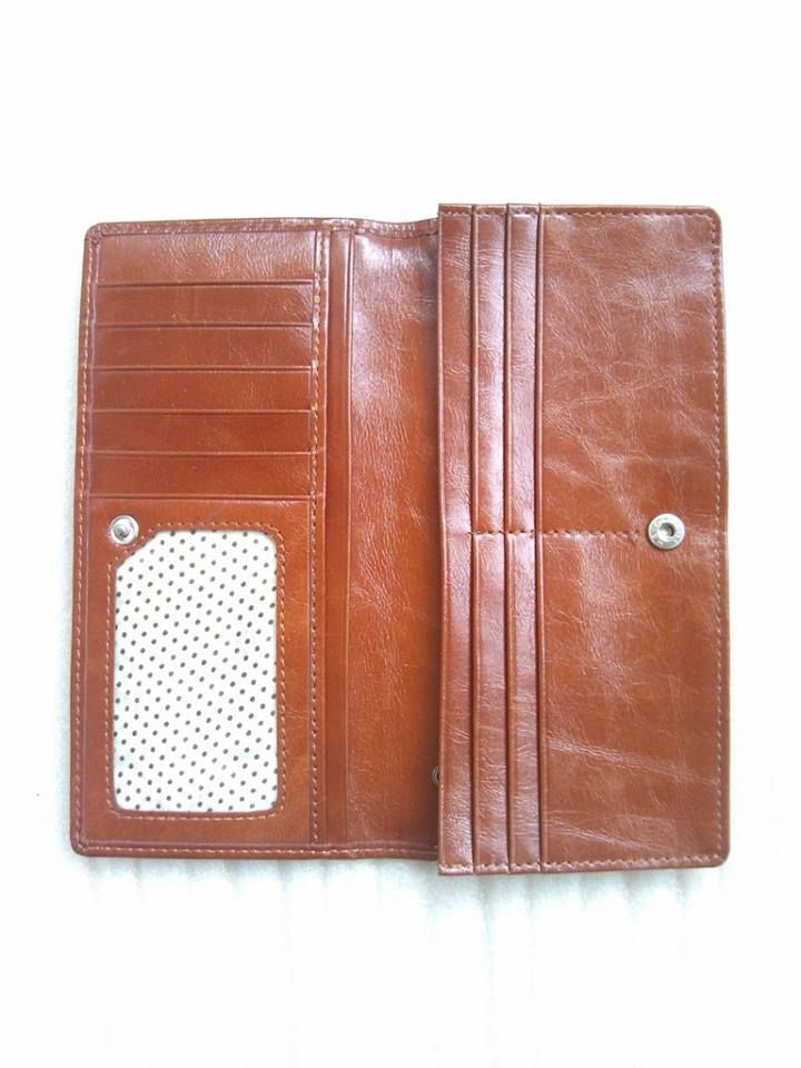 Matching leather wallet / purse