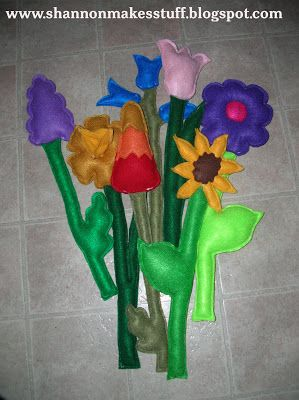 Shannon Makes Stuff: Felt Flowers For The Playhouse