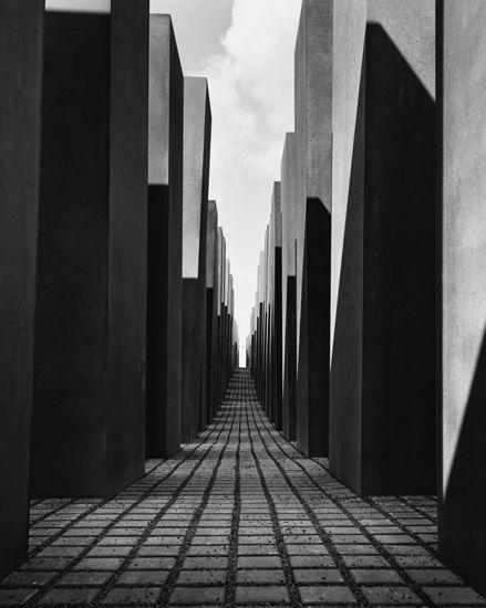 Hélène Binet, Holocaust Memorial, Berlin (2005) peter eisenman
