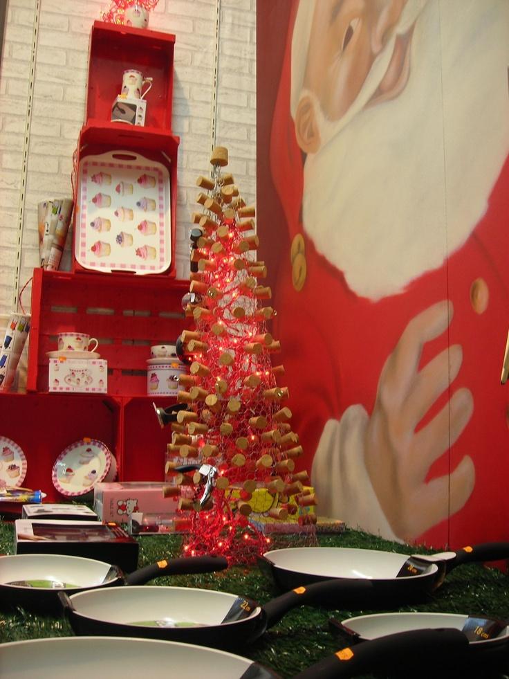 Escaparate navidad con rbol de cajas de madera recicladas - Ideas escaparate navidad ...