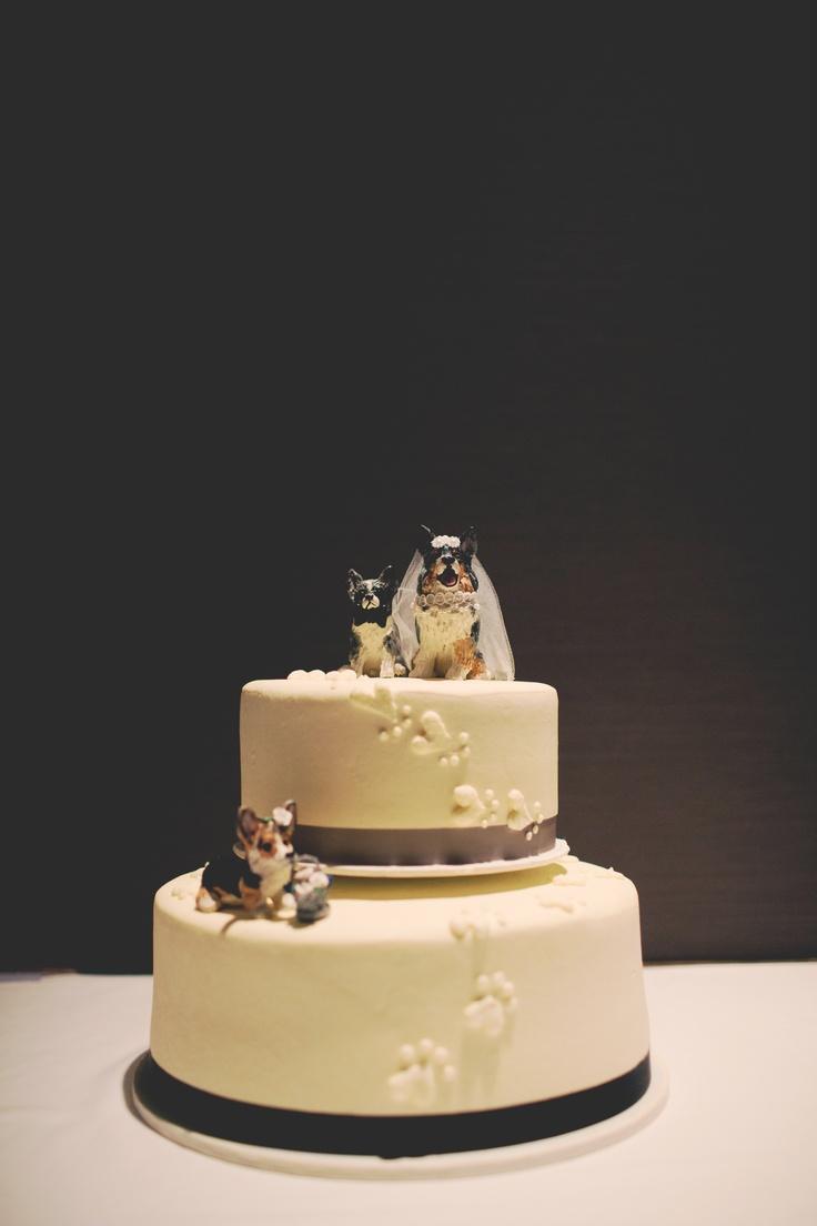 Love the dog cake topper! #WeddingCakesMinneapolis #WeddingCakes