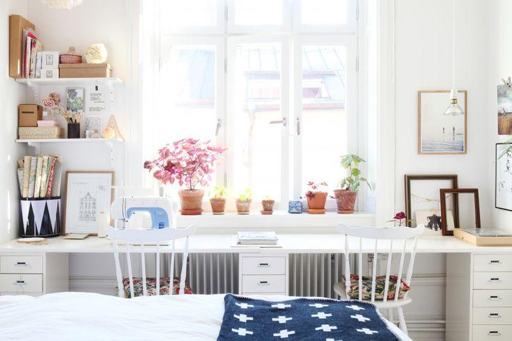 homeoffice in the bedroom / Büro im Schlafzimmer mit doppeltem Arbeitsplatz