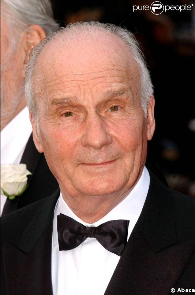 Michel Bouquet, né le 6 novembre 1925 dans le 14e arrondissement de Paris, est un acteur français.  Le 26 décembre 2011, il annonce qu'il renonce à se produire sur scène. Il continuera néanmoins à participer à des productions de films pour le cinéma ou la télévision. En 2013 et en 2014 on le retrouve sur scène dans Le roi se meurt, la pièce d'Eugène Ionesco