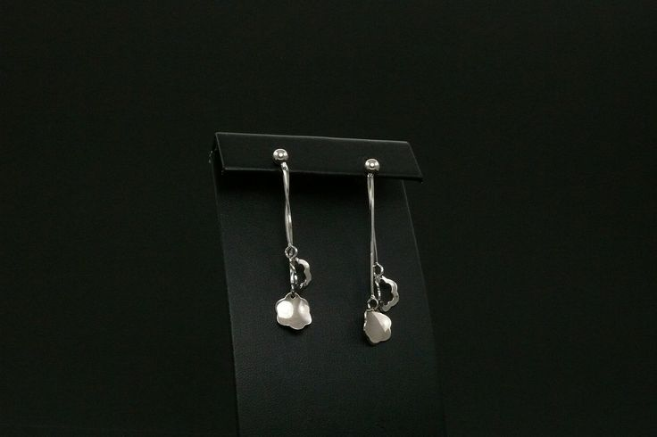 Logós ezüst fülbevaló