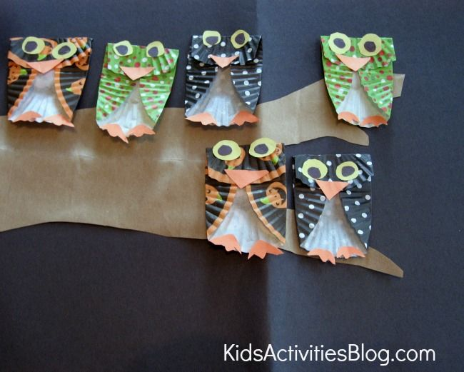 An owl craft seems like the perfect activity for fall.  This project turns a cute owl activity into a skip counting lesson.