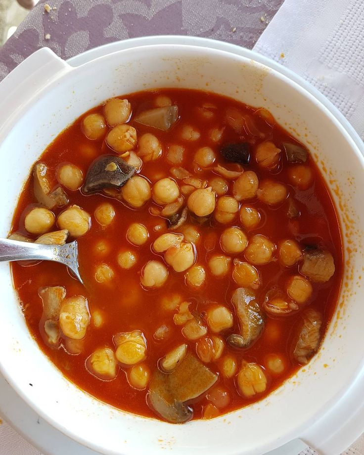 Garbanzos con setas (11€). | La portilla. Celis. Cantabria. | Restaurante familiar de cocina tradicional en pleno Valle del Nansa donde abunda el guiso y cuyo cabrito está realmente bueno. Precio medio 25€. |  Chickpeas and mushrooms stew @ La Portilla (Celis, Cantabria) | #food #instafood #foodlove #foodporn #foodie #yum #yummy #eat #delicious #comer #lunch #restaurantes #cantabria #santander #restaurantescantabria #guiso #puchero #garbanzos #legumbres #chickpeas #cuchara
