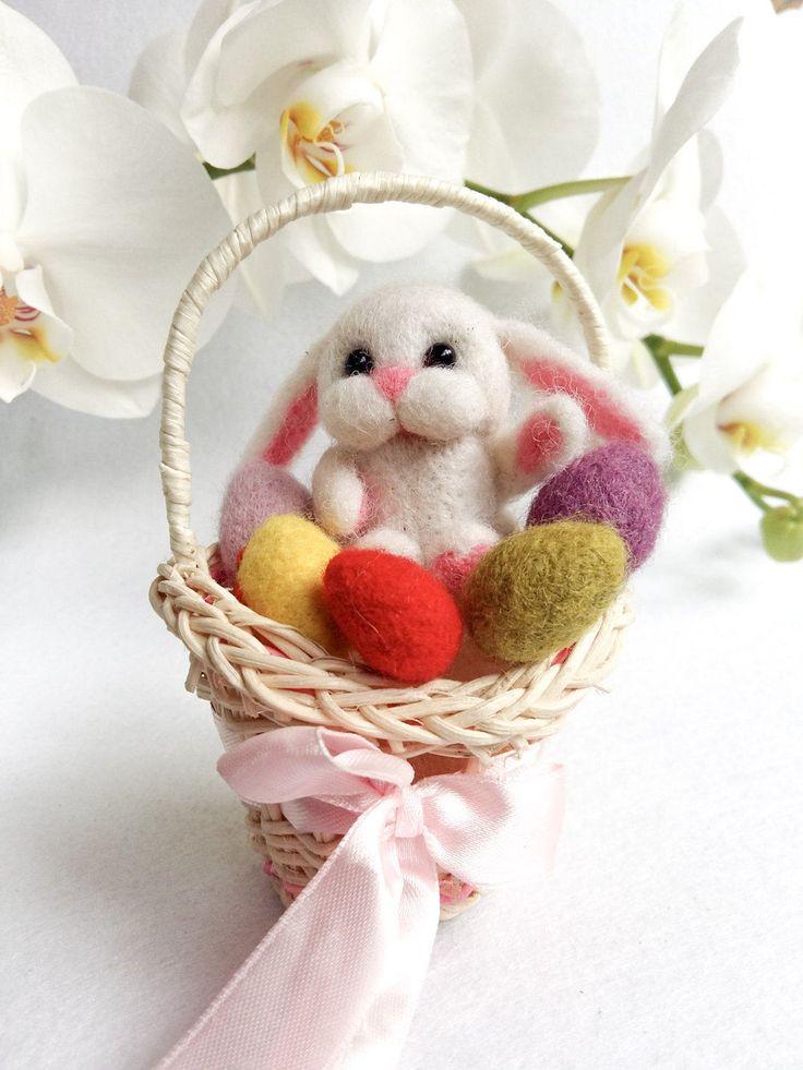 валяние игрушки пасхальный кролик фото девушкой