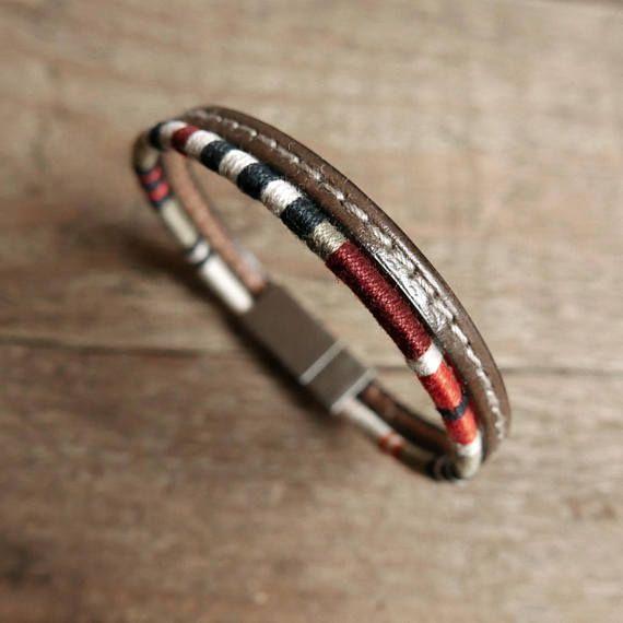 ✱ Cadeau MARI, BRACELET petit ami, Cadeau PETIT AMI, Cadeau ANNIVERSAIRE DE MARIAGE, CADEAU pour lui, Bracelet HOMME, Noël, Bracelet MANCHETTE ✱ Le bracelet pour homme peut être coloré, fin, élégant, masculin et original, tout à la fois. Ce bracelet manchette pour homme se compose dun