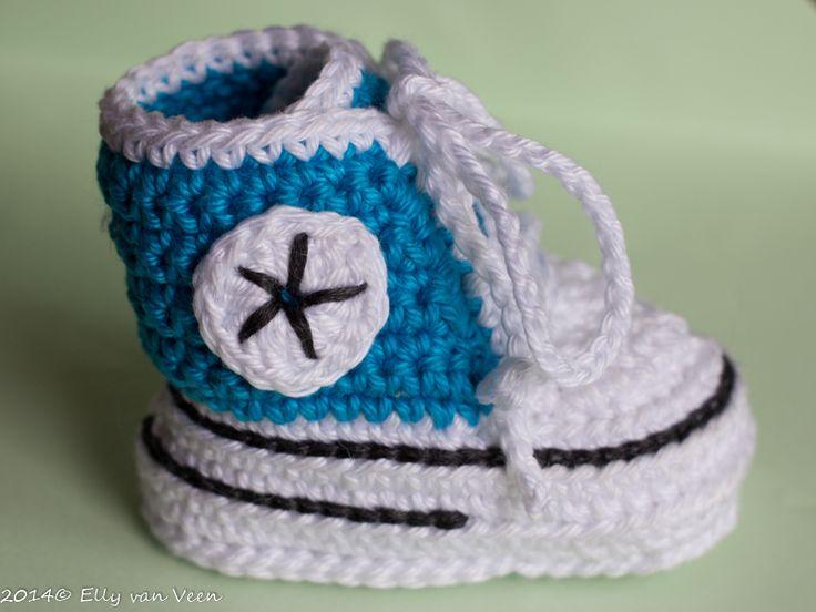 Sneakers voor Baby. Patroon uitgewerkt in het Nederlands met duidelijke foto's http://ellyvanveen.wordpress.com/2014/09/13/baby-sneakers/