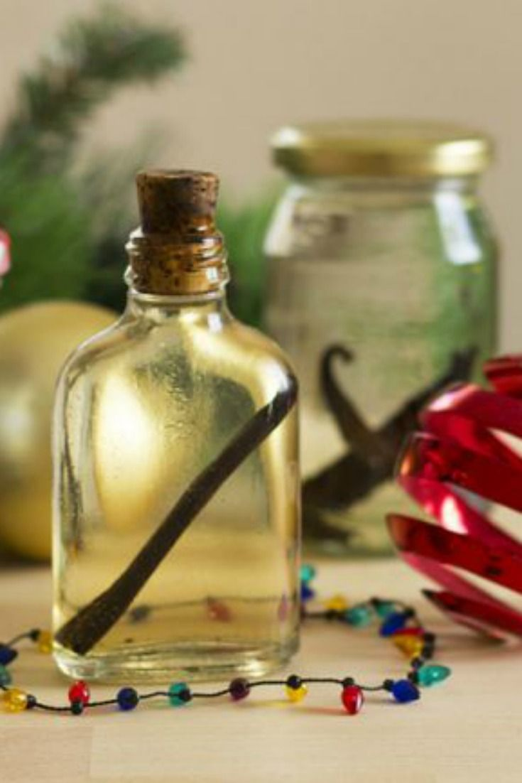 Your friends will LOVE receiving homemade vanilla essence for Christmas!