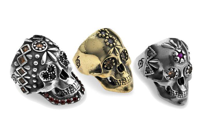 Set di tre anelli teschio in bronzo, argento e zirconi da indossare su tutte le dita delle mani, Platadepalo  -cosmopolitan.it