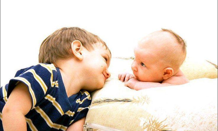 Как создать гармоничные отношения между младшими и старшими детьми Старший и младший ребенок в семье — это разные личности, и каждый нуждается в родительской любви и внимании. Советы, как сохранить равновесие в отношениях между детьми. http://papinbag.ru/?m=5708 #семейныеотношения #конфликтымеждудетьми