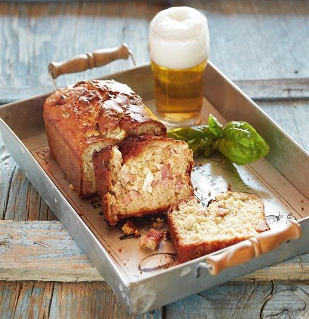 Αλμυρό κέικ με μπίρα, ζαμπόν και τυρί