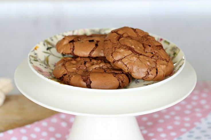 Chewy, crinkly and fudgy... just like a brownie! These Thermomix Brownie Cookies are absolutely delicious (and so easy!).