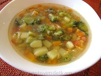 Кипящую воду 2 режем морковь окончания приготовления супа добавляем в