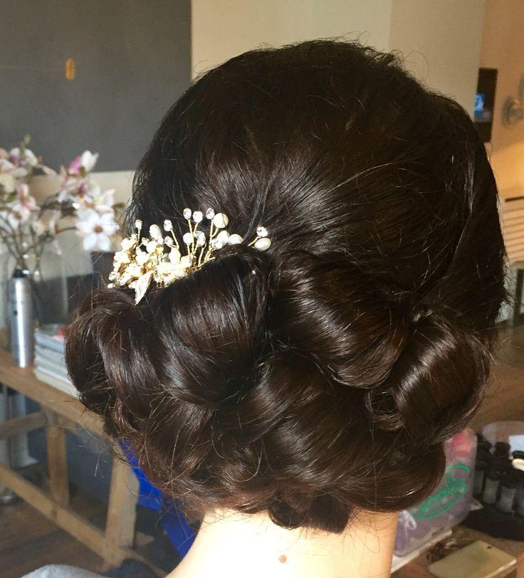 Laag in de nek opgestoken bruidskapsel www.michellesstyle.nl