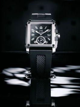 今年は高級ブランド時計のショップが続々出店。高級腕時計のブームがますます加熱している。今年のバーゼルの新作の中から、ボーナスで買えるオススメ腕時計をセレクト。6ページ