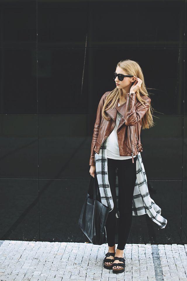Pavlína Jágrová: long chiffon vest