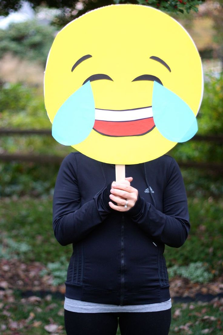 No sew emoji Halloween costume: