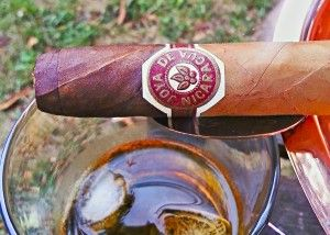 Lil whiskey and a Joya de Nicaragua Cabinetta make a great pair