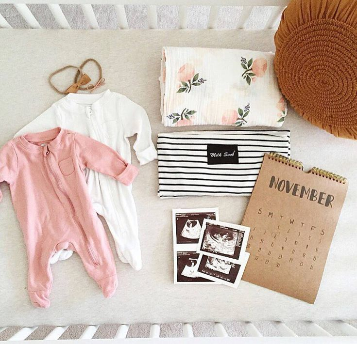 I spy a dainty bow headband in this adorable newborn girl flatlay! All these baby goodies are too cute. So excited for you @brenaebradley! #thehappynow