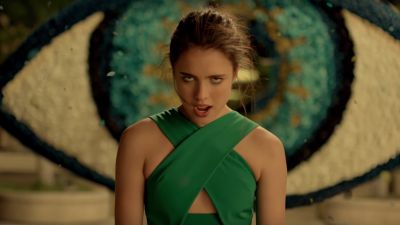 Watch: Spike Jonze Just Directed the Most Insane Perfume Commercial Ever http://best-fotofilm.blogspot.com/2016/09/watch-spike-jonze-just-directed-most.html    Spike Jonze's new commercial for Kenzo perfume is as bold as it gets.         If you give an auteur a commercial, don't be surprised when he or she goes off the wall. In this case, Spike Jonze has done that quite literally. His latest commercial, for the Japanese perfume company Kenzo, features hypnotic choreography as a young…