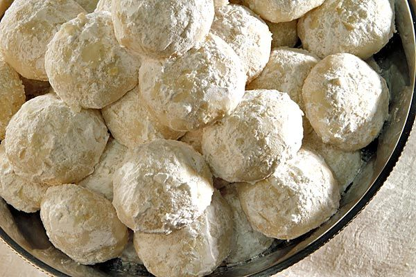 """the """"ultimate"""" wedding cookie with macadamia nuts"""