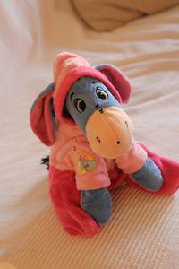 """Doudou = \""""bourriquet avec pyjama rose de winnie de poeh\"""" de mon fils perdu vendredi soir vers 18h00 le 11-10 entre la rue du prieuré - rue de l\'ancienne mairie et la rue de paris. je vous remercie beaucoup de me contacter si vous l\'avez trouvé. il manque énormément à mon fils.  SOS Doudou - Recherche"""