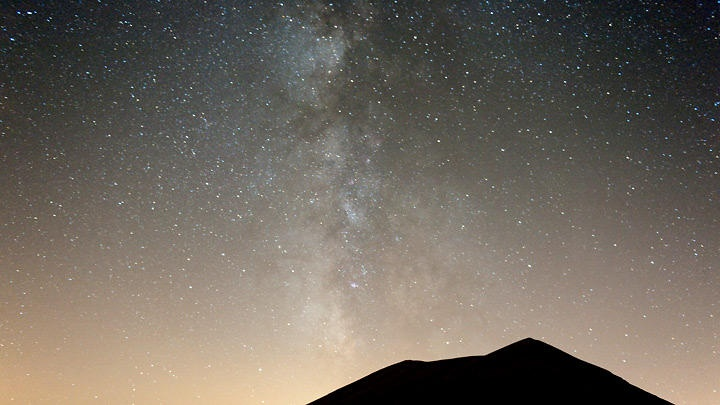 Milky Way and Sibillini Silhouette by Luca Giustozzi @ http://adoroletuefoto.it