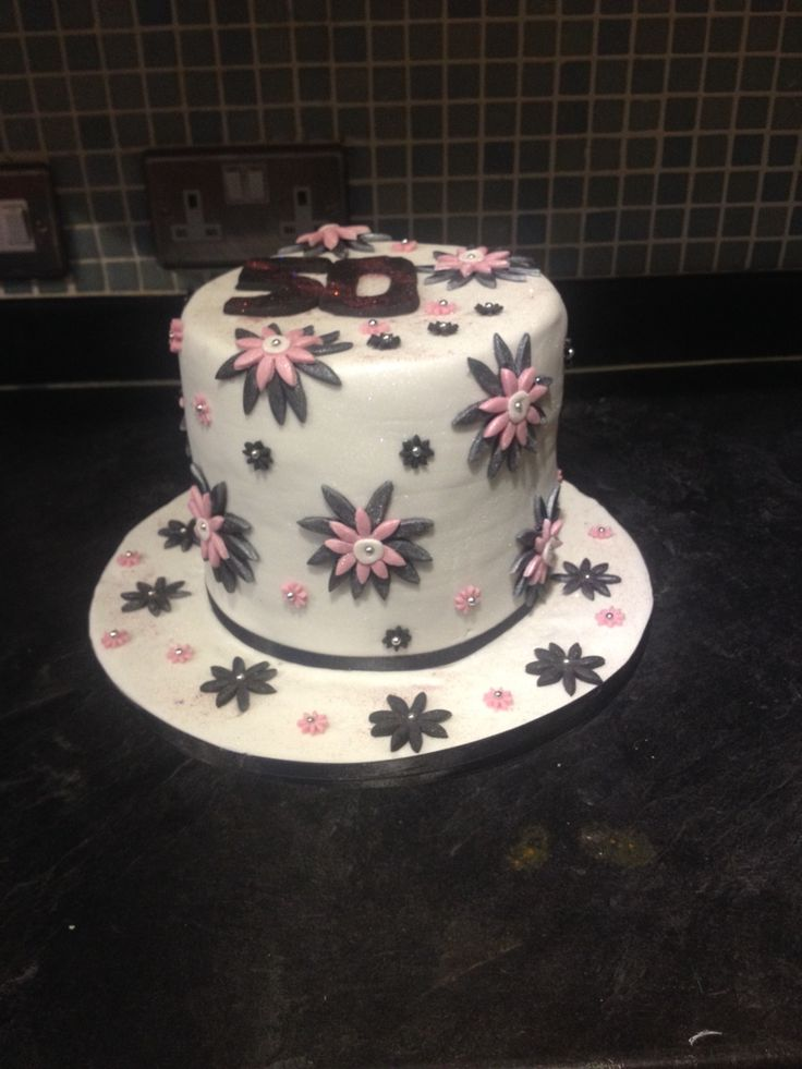 50th birthday cake. Black and pink. Flowers. Top hat.