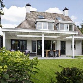 25 beste idee n over witte veranda op pinterest veranda meubelen porsche en zuidelijke portieken - Bedekt hout pergola ...
