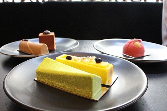 Gateaux: Matcha Green Tea, Passionfruit & White Chocolate / Lemon, Blueberry & Thyme