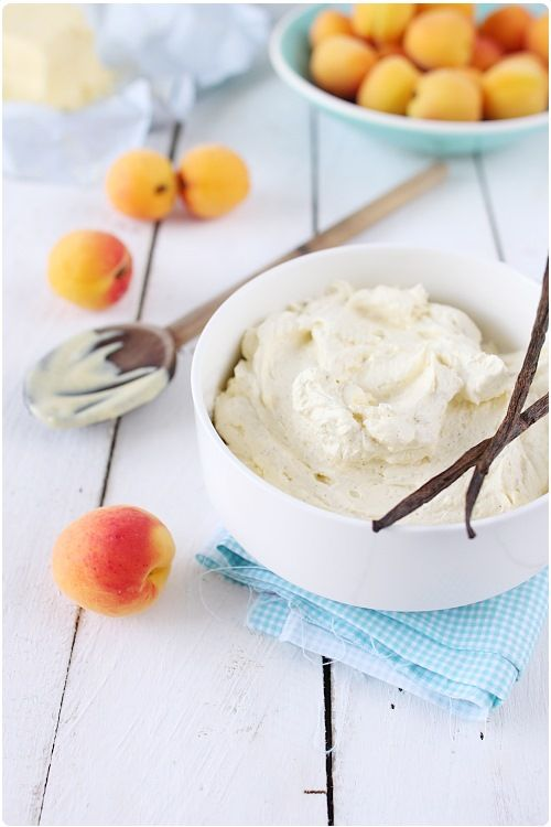 La crème mousseline fait partie de ces bases de la pâtisserie française. C'est la crème que l'on utilise dans les fraisiers, mais pas que (Et vous le verre