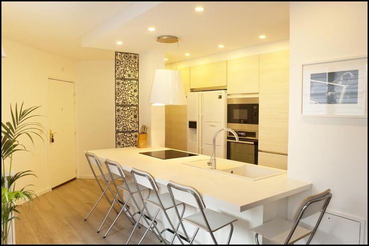 Rénovation cuisine - Laqué blanc, Bois clair, épurée - D.CO by Maya Des bulles de couleurs dans votre intérieur...