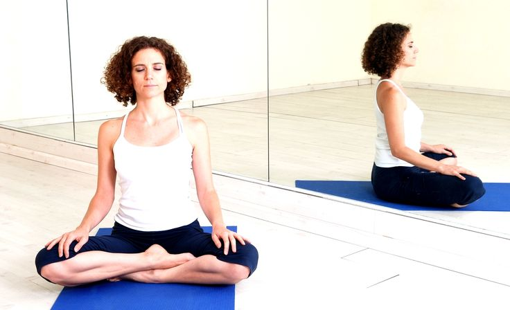 ASANAS SENCILLAS DE MEDITACIÓN: SUKHASANA Y SIDDHASANA  Entre las posturas o asanas de meditación más utilizadas por los practicantes de yoga hemos seleccionado las dos más sencillas y acesibles: Sukhasana, y Siddhasana. Para que practiques yoga en casa. www.unrespiro.es Técnicas de desarrollo y evolución personal on line (Meditación, Yoga, Relajación, Pranayama, Tai Chi, Chi Kung, Pilates, PNL, Coach on line y mucho más)