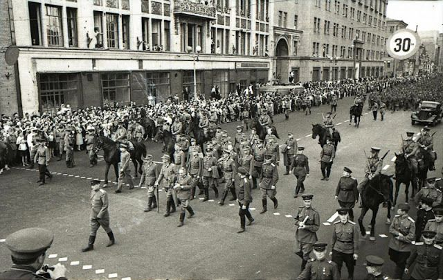 German prisoners, 17 July 1944