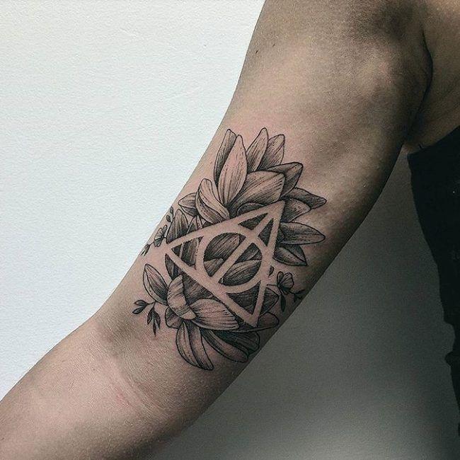 105+ Fantastische Harry Potter Tattoo Designs & Bedeutungen – speziell für Fans (2018) #bedeutungen #designs #fantastische #harry