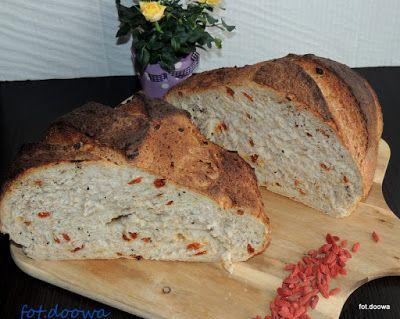 Moje Małe Czarowanie: Chleb pszenny z owocami goji i czarnuszką