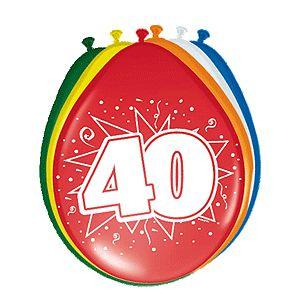 Gekleurde verjaardagsballonnen 40 jaar. Deze gekleurde ballonnen hebben een opdruk met het cijfer 40 en zijn verpakt per 8 stuks. Formaat: 30 cm.