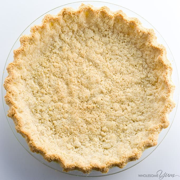 This low carb paleo almond flour pie crust recipe is so easy to make. Just 5 minutes prep and 5 ingredients! Gluten-free, sugar-free, and keto.