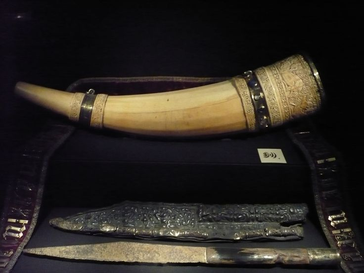 Olifant and the Hunting Knife of Charlemagne (with sheath). Among the objects in the Aachen Cathedral Treasury with which were connected with Charlemagne is an Olifant from 11th century (Saracen) Southern Italy or the east, which was long considered the Hunting Horn of Charlemagne. There is also the so-called Hunting Knife of Charlemagne, dating to the eighth century.