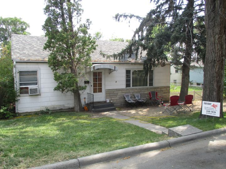 Close To Downtown 2 Bedroom House Billings Mt Rentals Hospital Area Two Bedroom Full Bath House Hardwood Flo Renting A House Bath House Apartments For Rent