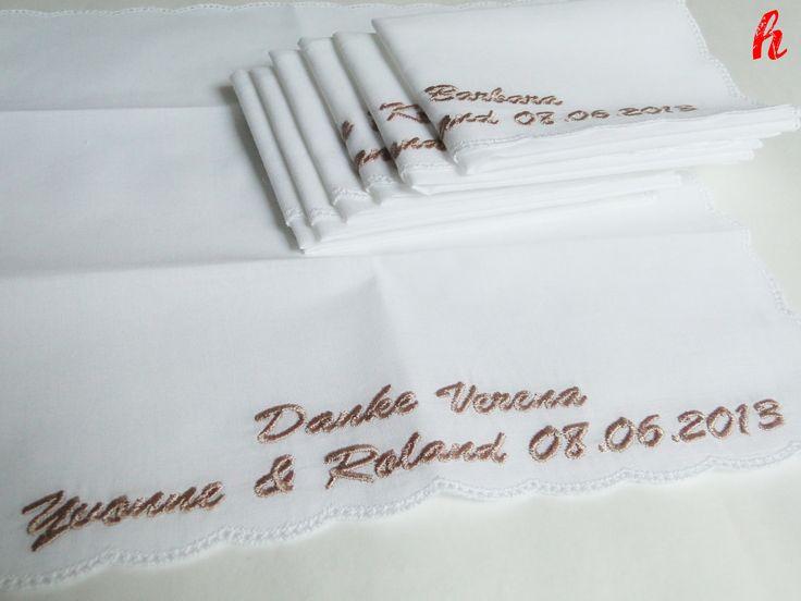 Besticktes Taschentuch als Gastgeschenk zur Erinnerung an die Hochzeit