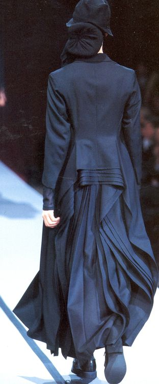 Yohji Yamamoto F/W 1995                                                                                                                                                                                 More