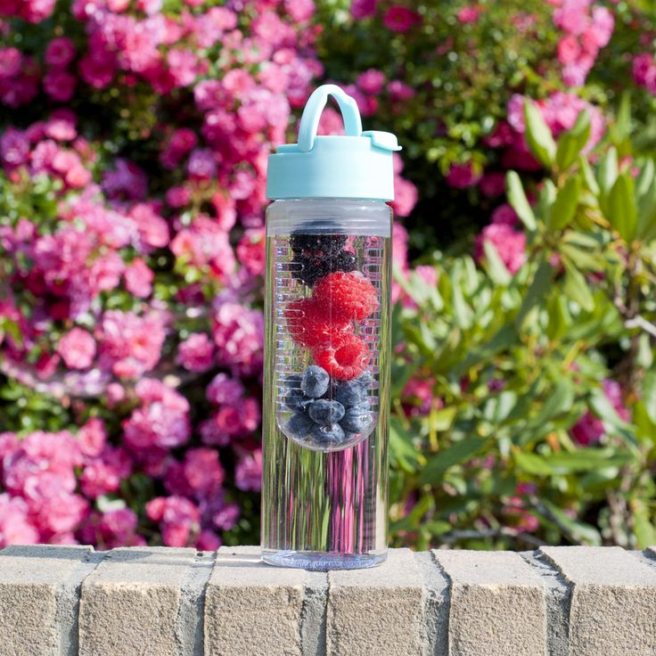 Vers fruit in je waterfles geeft een extra lekker smaakje aan je water. #HEMA #waterfles #fruit
