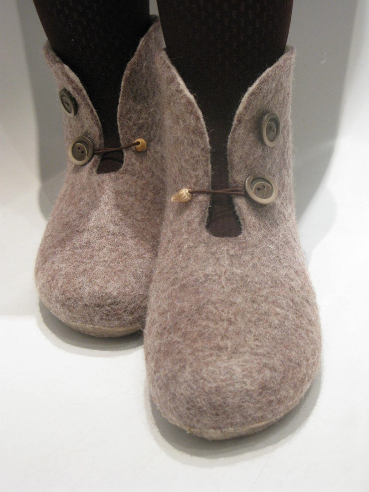 nice finish for simple style boots, the closure really adds to the overall look(ELM).